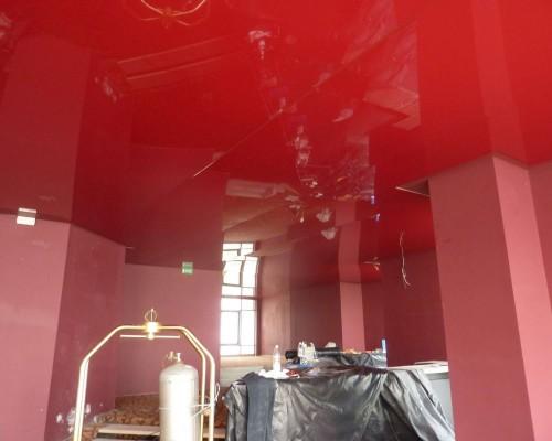 Plafond tendu à chaud dans un grand hôtel