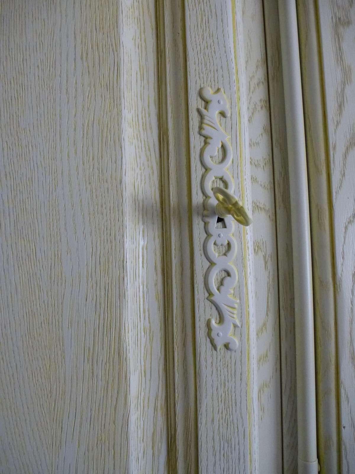 Bois patin sur un meuble haut de cuisine patines fr jus for Meuble haut bois cuisine