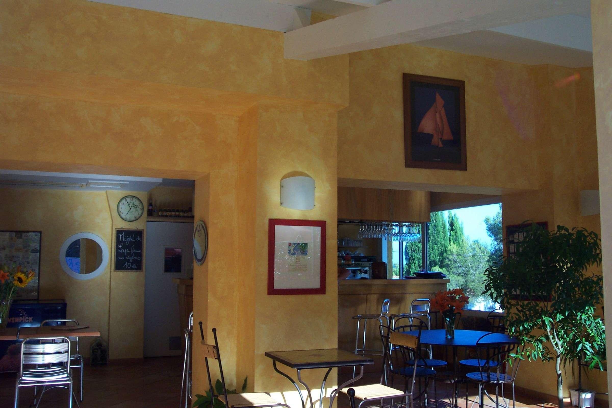 murs peints la chaux dans un h tel restaurant peinture la chaux. Black Bedroom Furniture Sets. Home Design Ideas